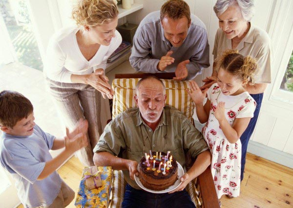 Окружите деда заботой. Фото с сайта www.informexpo.ru