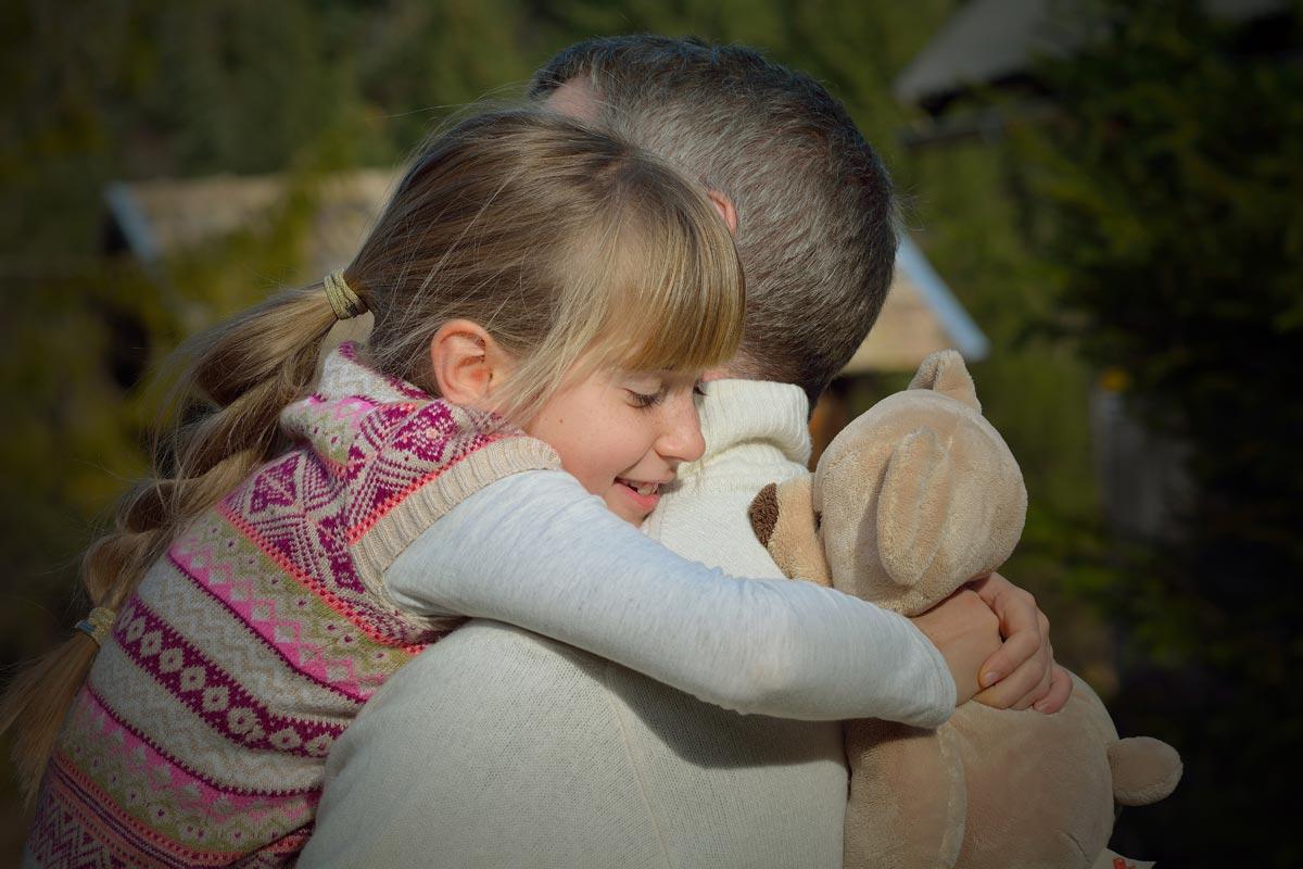 Людям следует чаще обниматься. Фото с сайта dobryrozvod.com