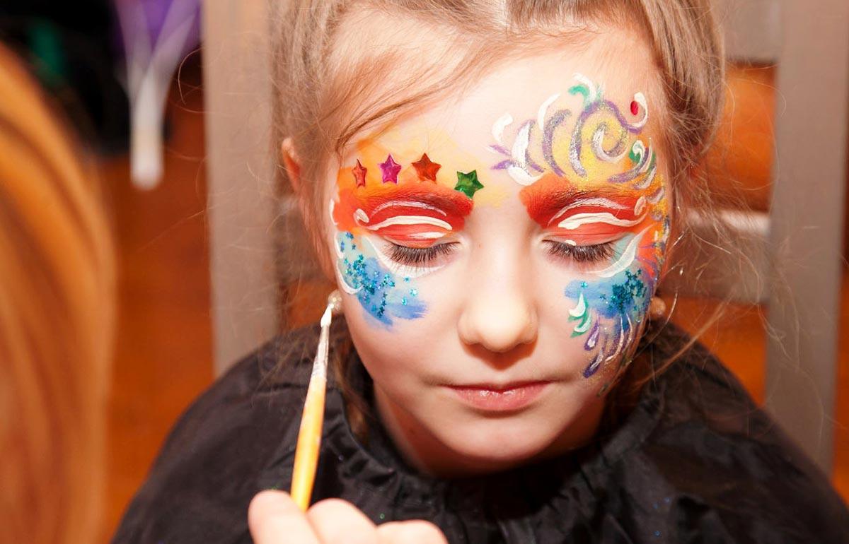 Краски для аквагрима безопасны. Фото с сайта www.8sharov.ru