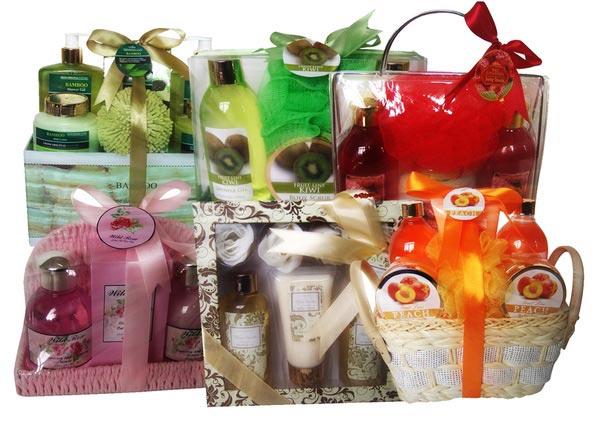 Подарочные наборы для женщин. Фото с сайта kalendar-prazdnikov.ru