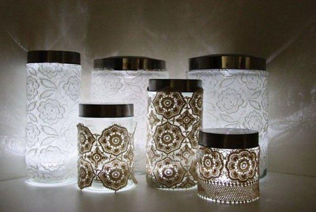 Нежные подсвечники с кружевом – отличный подарок для романтичных особ. Фото: great.az