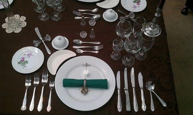 Правила сервировки стола. Фото с сайта photobucket.com