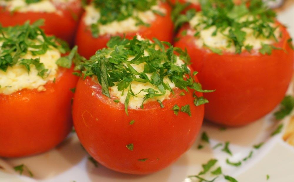 Фаршированные помидоры на Новый год. Фото с сайта personalgossip.com