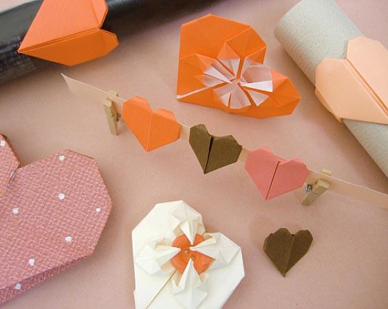 Сердечки оригами из бумаги. Фото с сайта kati.com.ua