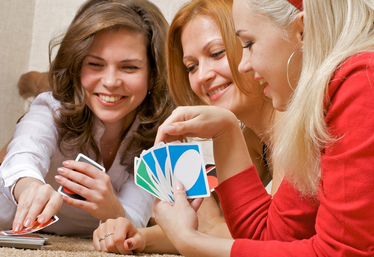 Можно использовать специальный карточный набор для игры. Фото с сайта desconto.ru