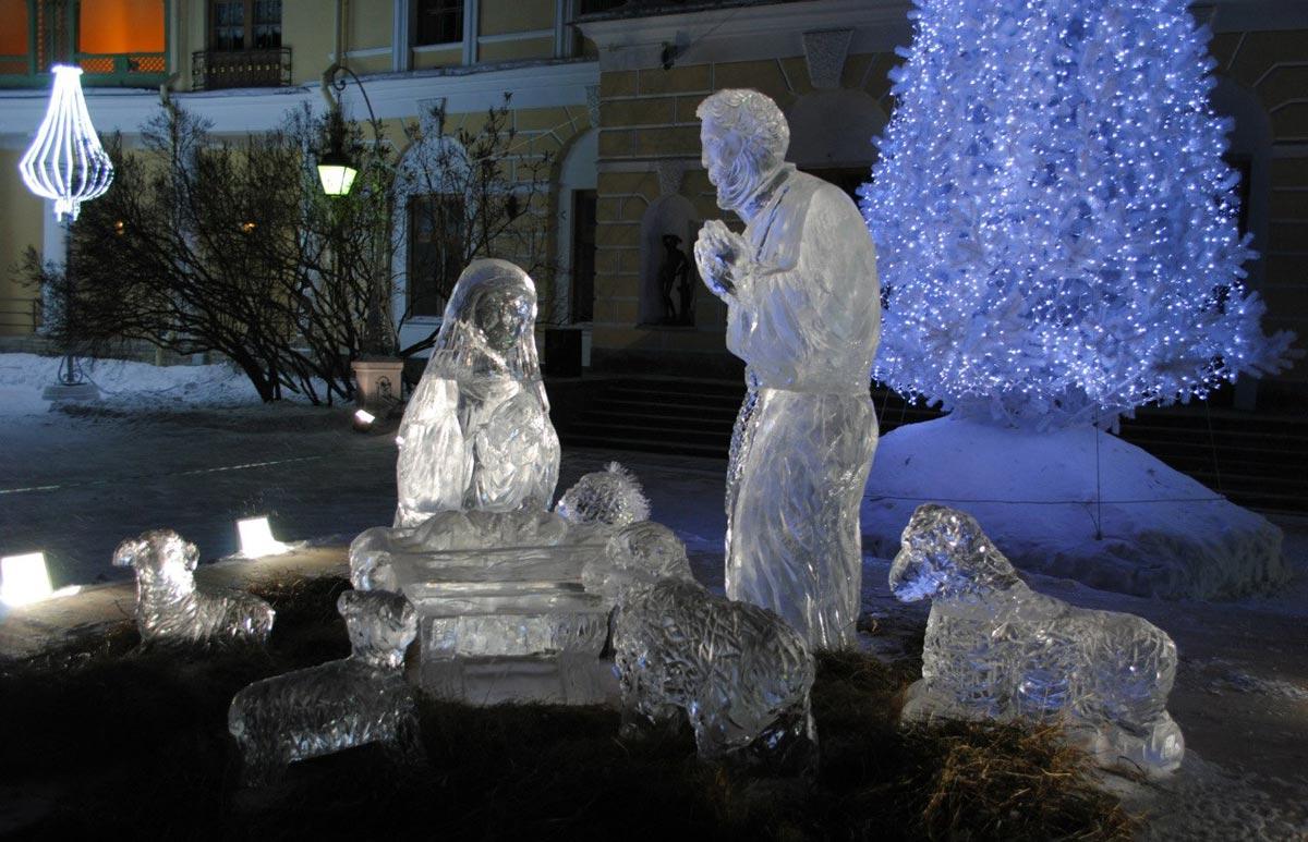 Оригинальная инсталляция Марии у колыбели Христа. Фото с сайта tsarselo.ru