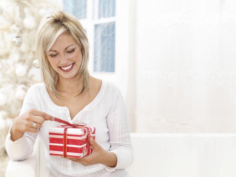 Удивить девушку подарком может быть непросто. Фото с сайта свияга.рф