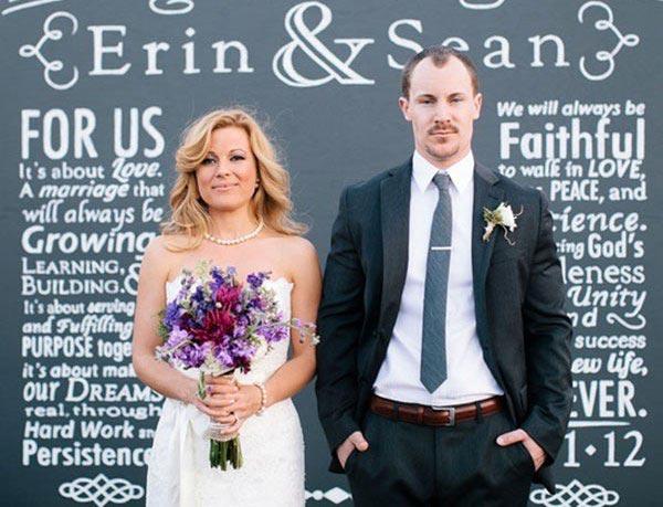 Фотозона на свадьбу. Фото с сайта svadba.net.ru