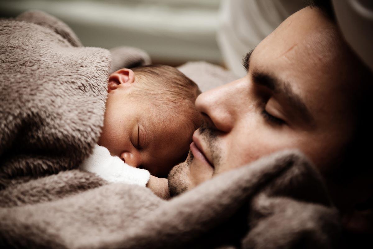 Рождение ребенка - яркое событие в жизни пары. Фото с сайта dinarobison.com