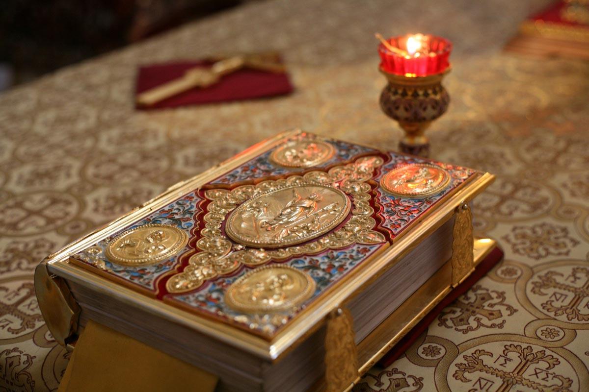 Библия наРождество. Фото с сайта hramiliya1787.ru