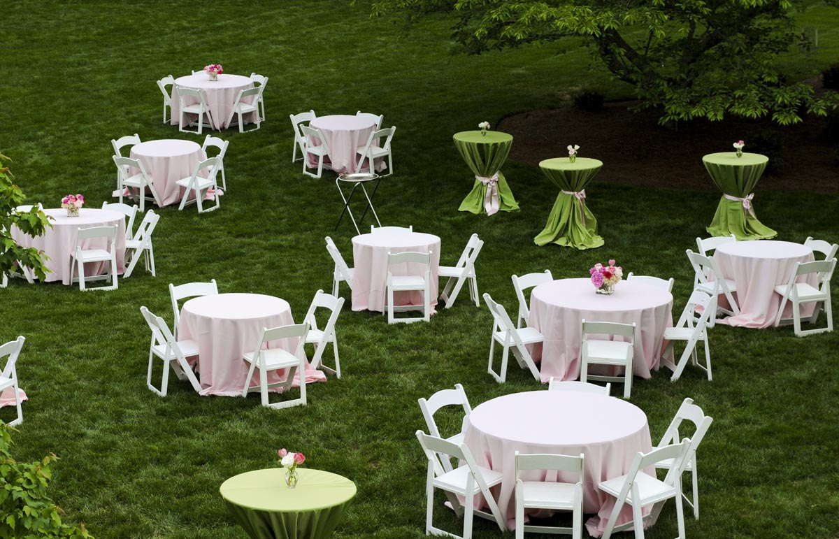 Отдельные столики для гостей. Фото с сайта www.nevalp.org