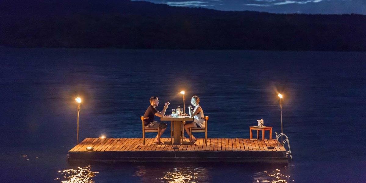 Что может быть романтичней ужина в ночном полумраке, когда вы только вдвоем? Фото с сайта www.jicarolodge.com