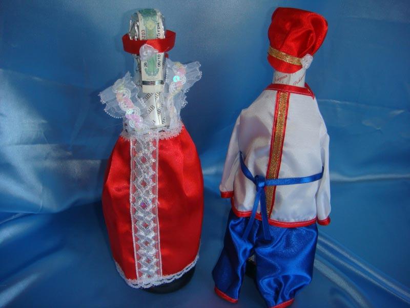 Оригинальные наряды для шампанского. Фото с сайта svadba-opt.com.ua