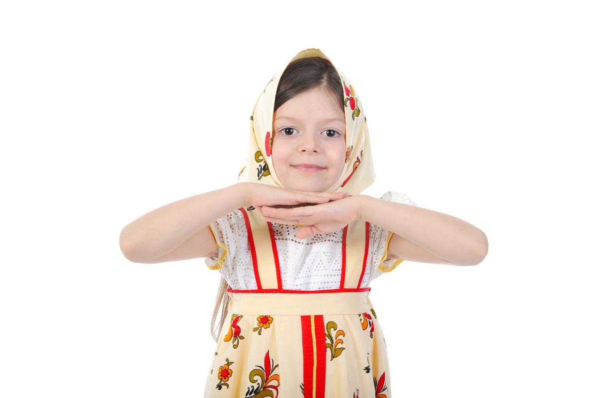 Девочка в народном костюме. Фото с сайта www.justbefit.ru