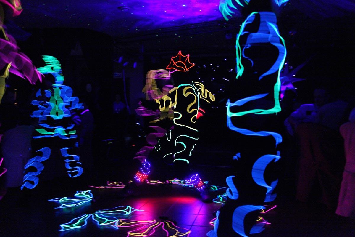 В клубах проводятся тематические вечеринки. Фото с сайта demakova-event.ru