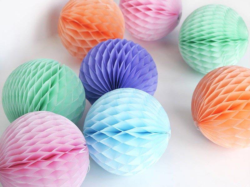 Бумажные шары-соты. Фото с сайта sharcharodey.ru