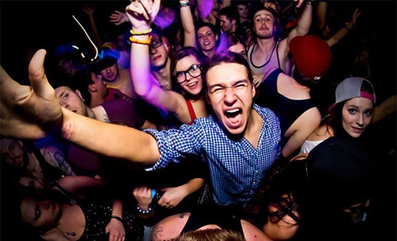 Гости вечеринки не должны скучать. Фото с сайта kudann.ru