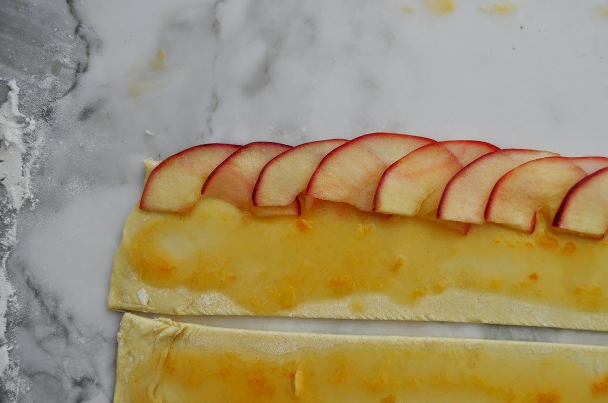 Розочка из яблок. Фото с сайта econet.ua