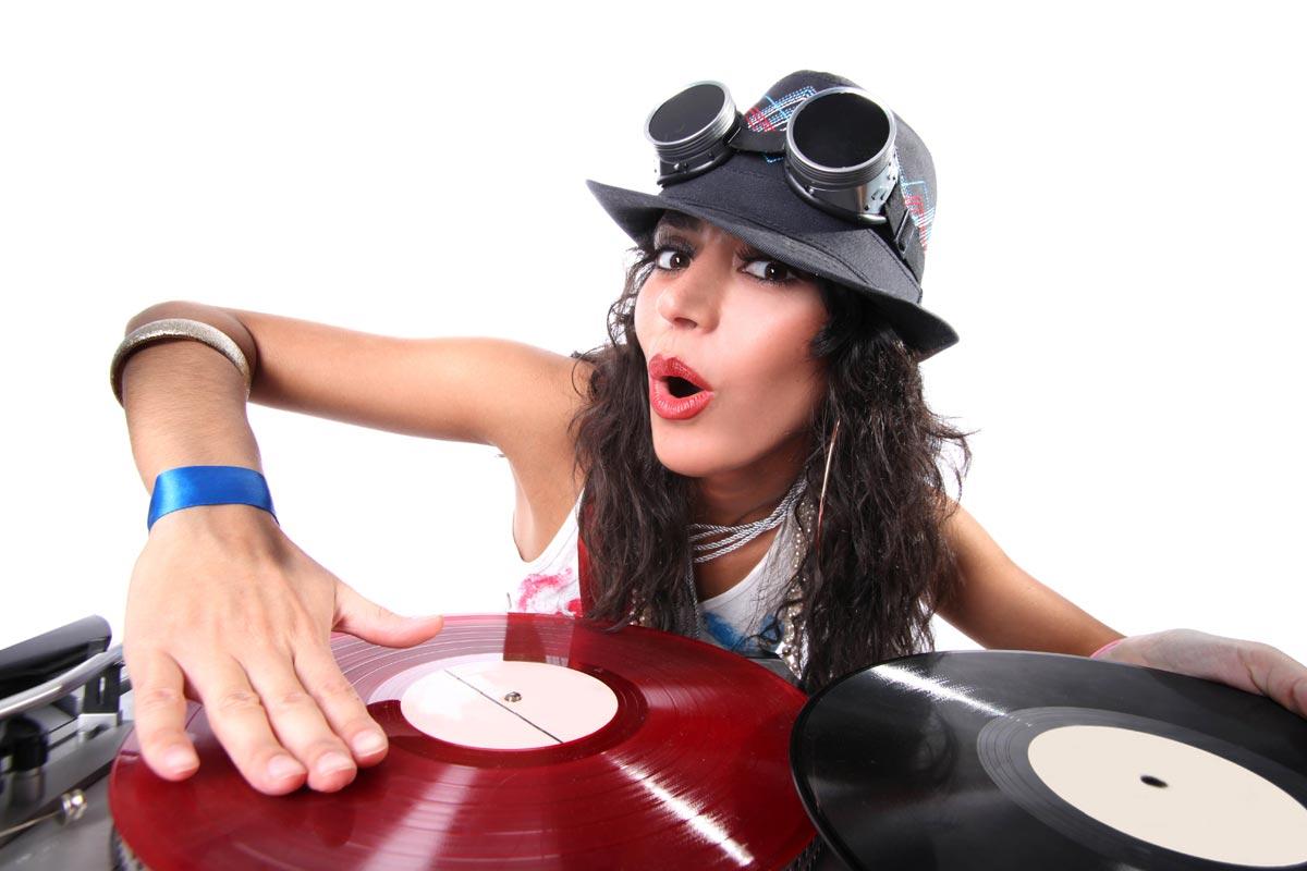 Пригласите на корпоратив диджея. Фото с сайта music.web-3.ru
