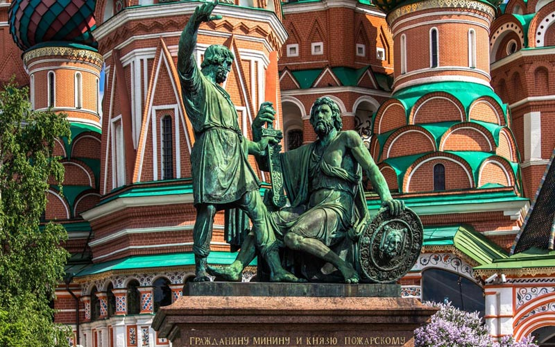 Памятник Минину и Пожарскому. Фото с сайта goodfon.ru