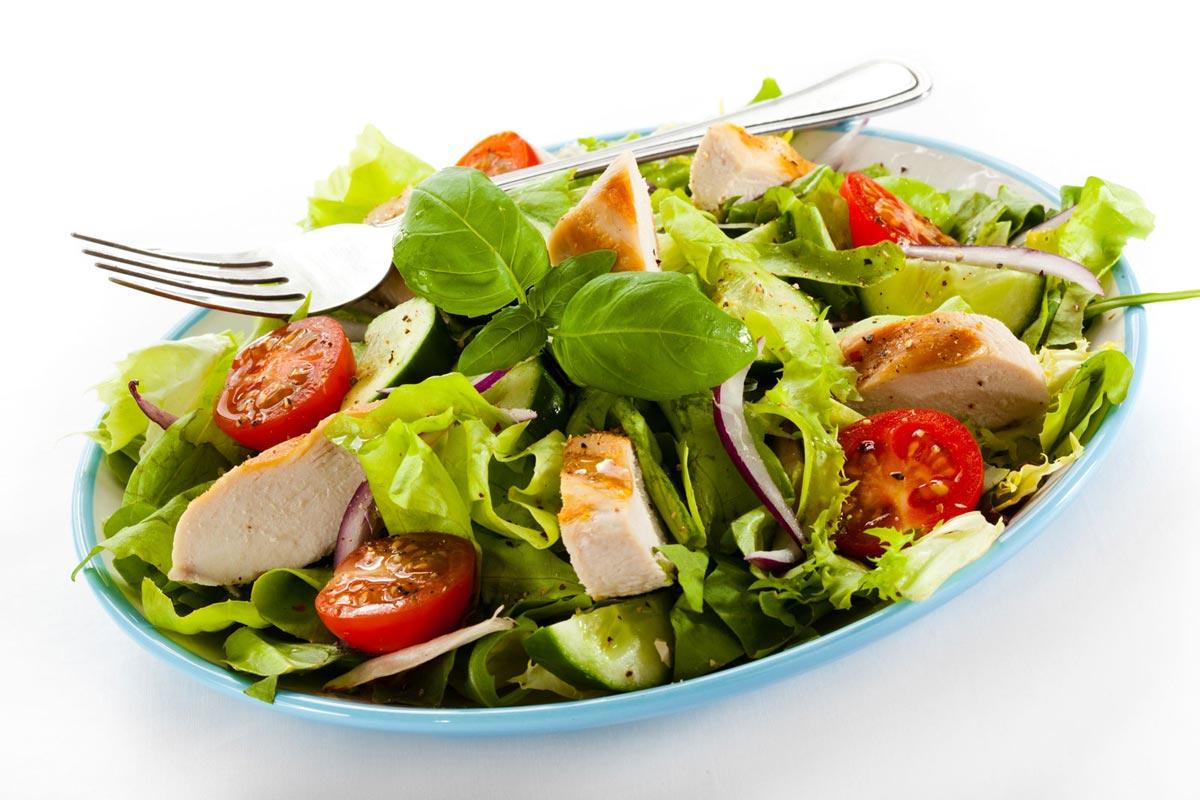Весенний салат. Фото с сайта www.naberiokuse.si