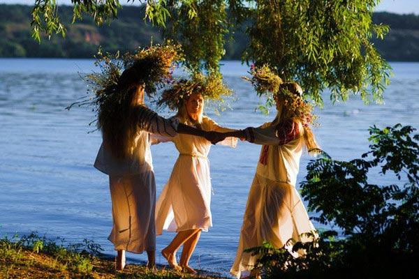 В этот день важно находиться у естественного водоема. Фото с сайта foto.mail.ru