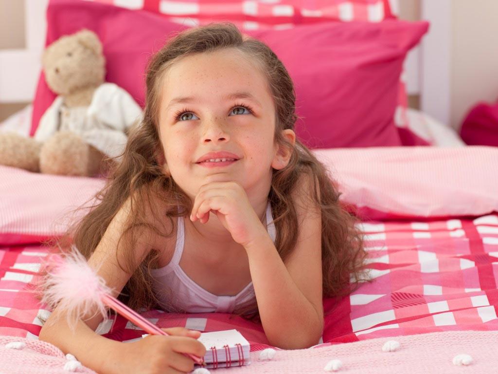 В 9 лет девочка уже хочет иметь свои секретики. Фото с сайта www.goodfon.ru