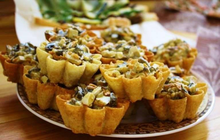 Мясной салат в тарталетках. Фото с сайта img.happy-giraffe.ru