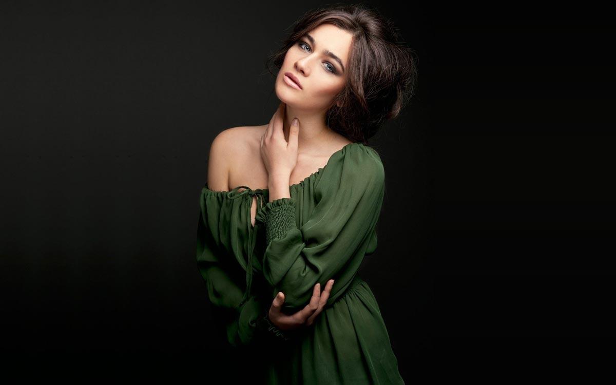 Необычный фасон вечернего платья. Фото с сайта gompix.ru