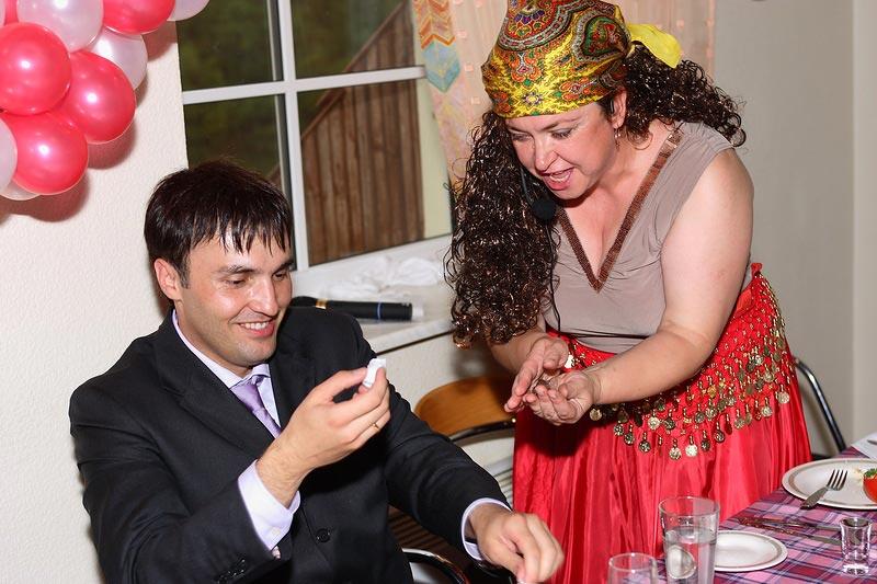 """Пусть """"гадалка"""" предскажет юбиляру самое счастливое будущее. Фото с сайта img-fotki.yandex.ru"""