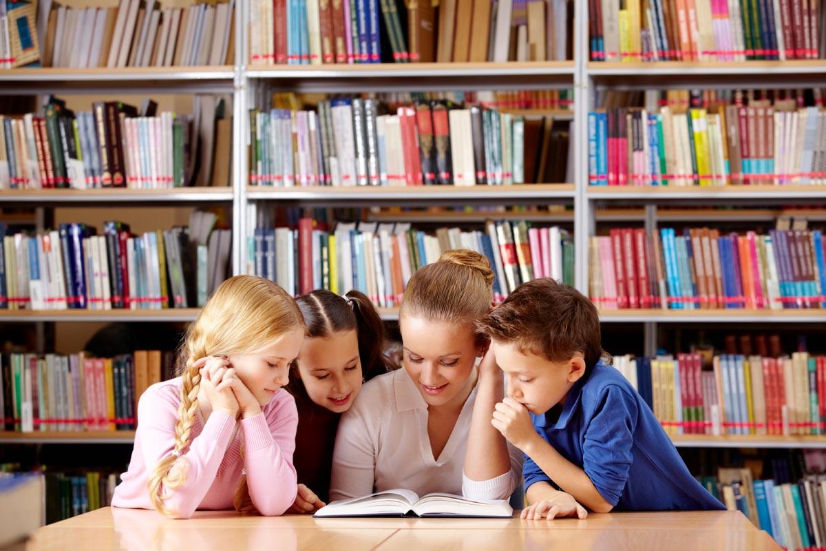 Важно объяснить значение книги подрастающему поколению. Фото с сайта blogs.rockyview.ab.ca