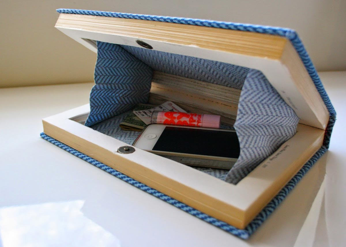 Подарки коллегам должны быть деловыми. Фото с сайта designraketa.ru