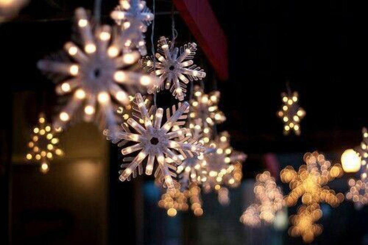 Красивые объемные снежинки. Фото с сайта szafunia.pl