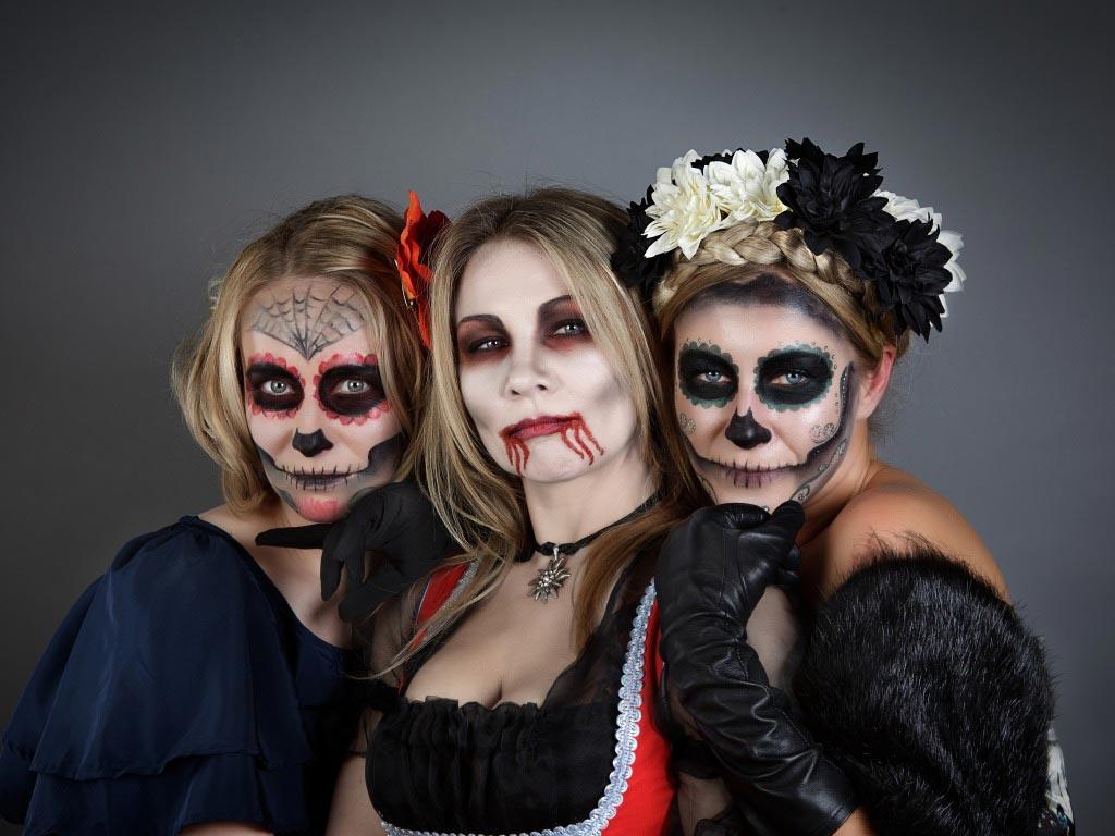 Костюмы важная часть Хэллоуина. Фото с сайта goodfon.ru