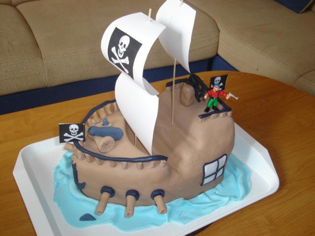 Торт-корабль
