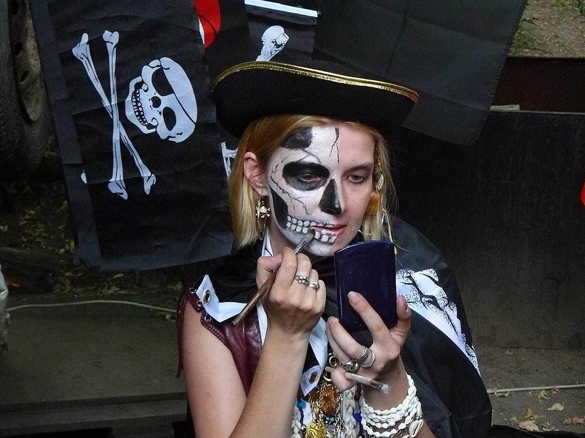Пиратский костюм. Фото с сайта neformat.tv