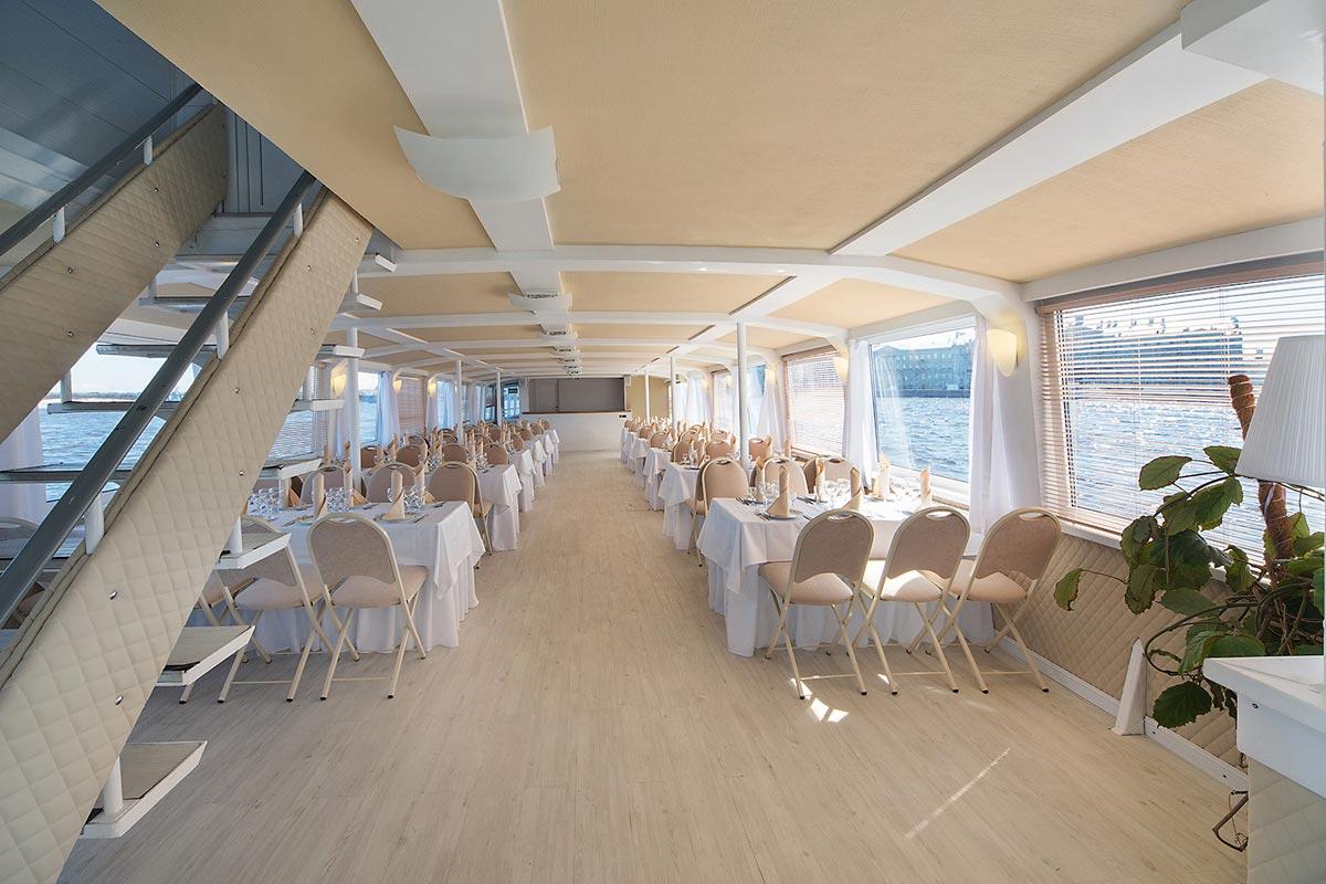 Выпускной на корабле. Фото с сайта www.globalyachtbroker.com