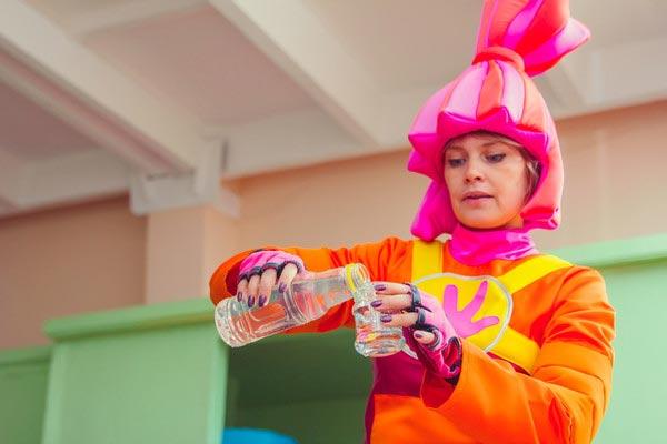 """Интересные опыты на дне рождении """"Фиксики"""". Фото с сайта www.clown.kz"""