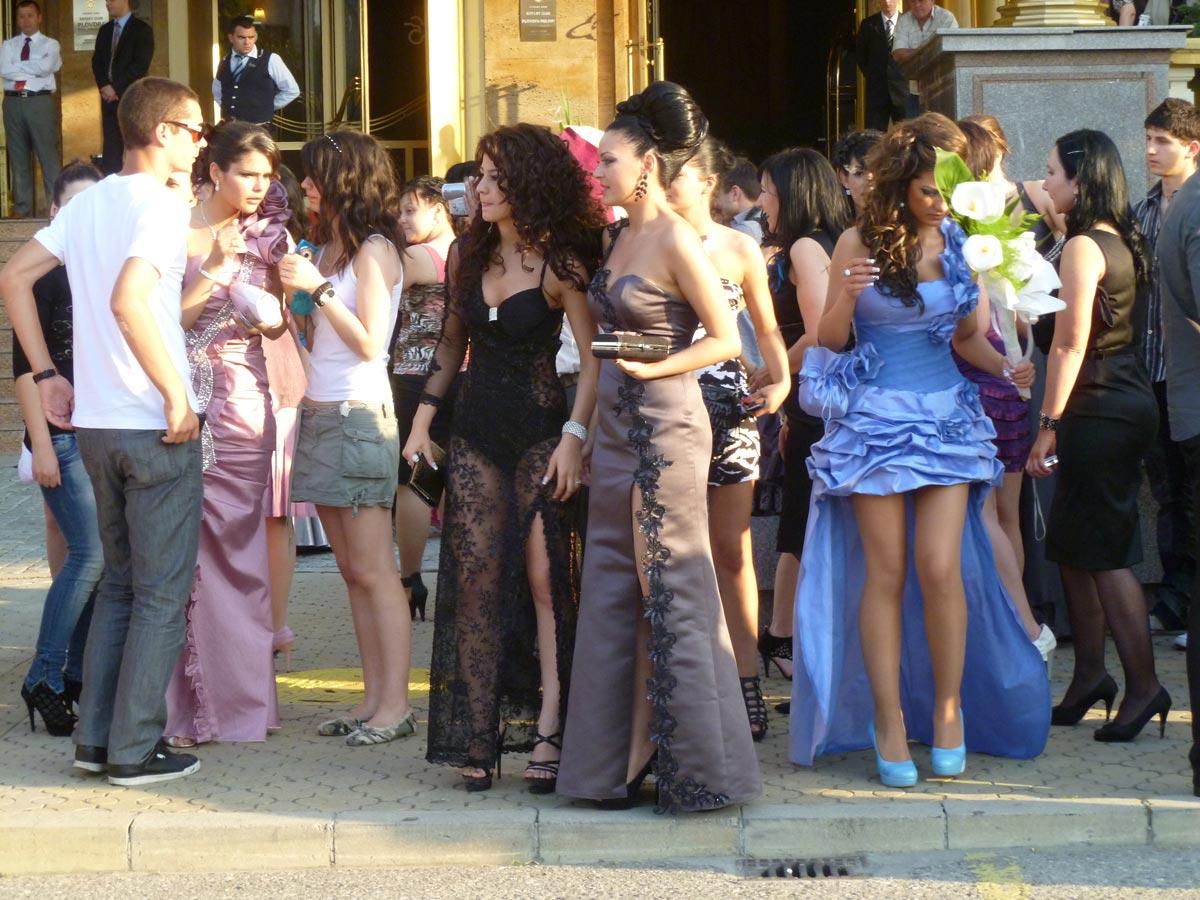 Платье должно устраивать родителей. Фото с сайта health-fitnes.ru