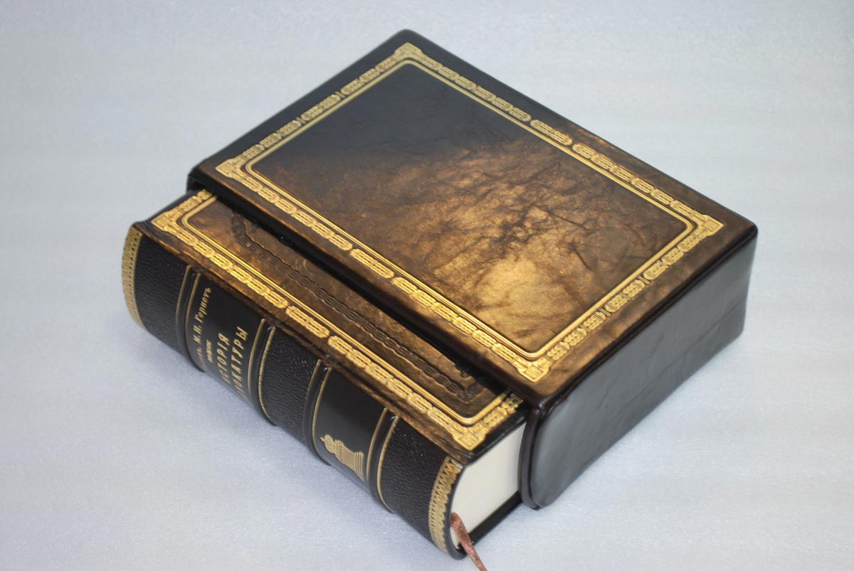 Книга в подарочном издании. Фото с сайта weproject.kz