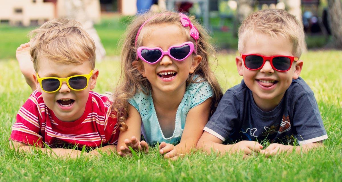 Самые искренние улыбки у детей. Фото с сайта s1.1zoom.ru