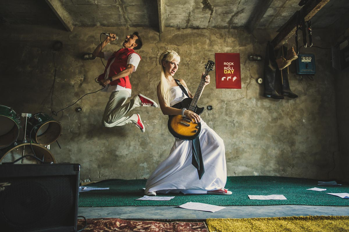 МНогие фотографы положительно воспринимают креативные идеи клиентов. Фото с сайта fotoshkola.net