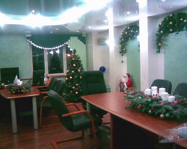 Новогоднее украшение офиса. Фото с сайта viva-lady.ru