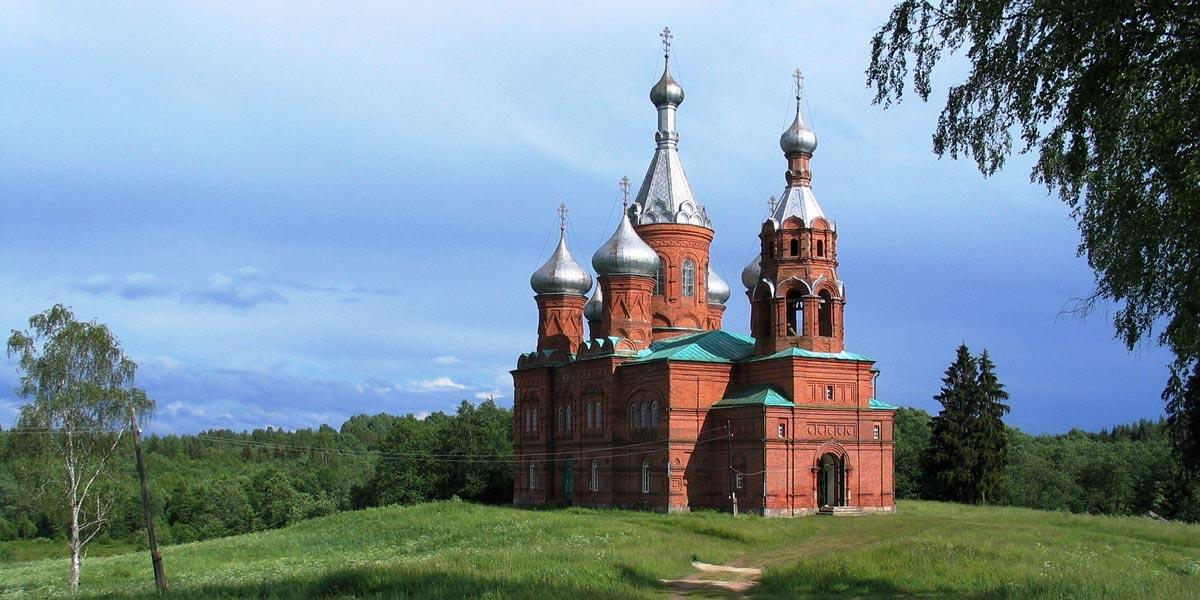 Можно посетить церковь. Фото с сайта dic.academic.ru