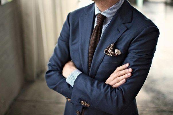 Стильный костюм с галстуком. Фото с сайта vk.com