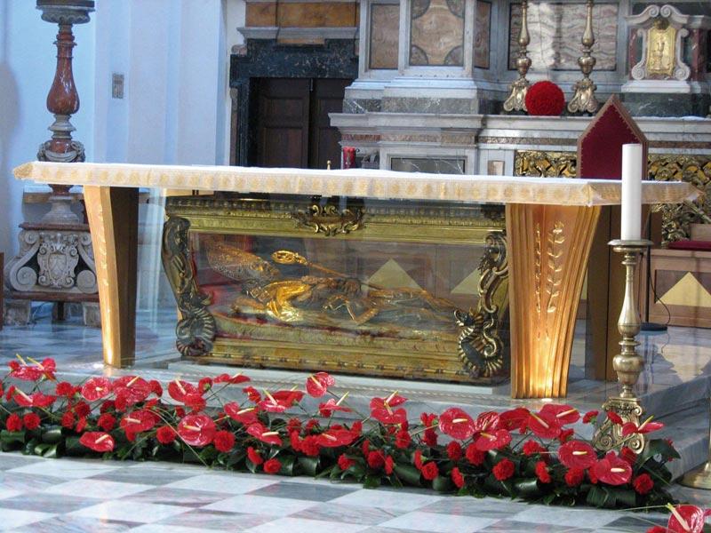 Имя святого Валентина окутано легендами. Фото с сайта www.ecosangabriele.com