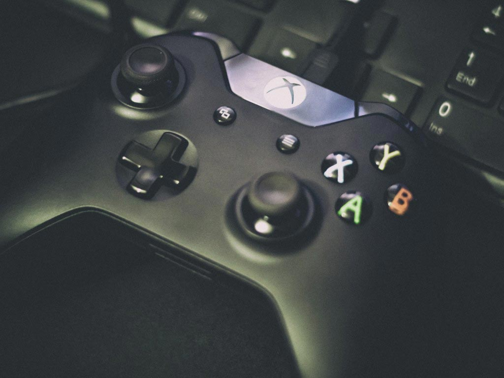 Друзья могут скинуться на новый игровой джойстик. Фото с сайта goodfon.ru