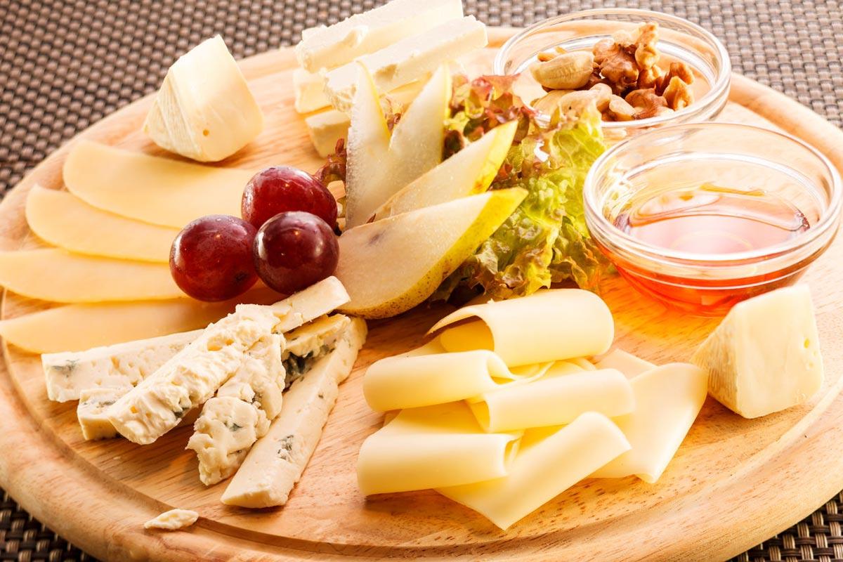 Ассорти на сырной тарелке. Фото с сайта mywishlist.ru