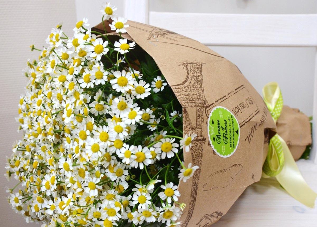 Полевые ромашки в букете. Фото с сайта avenue-flowers.ru