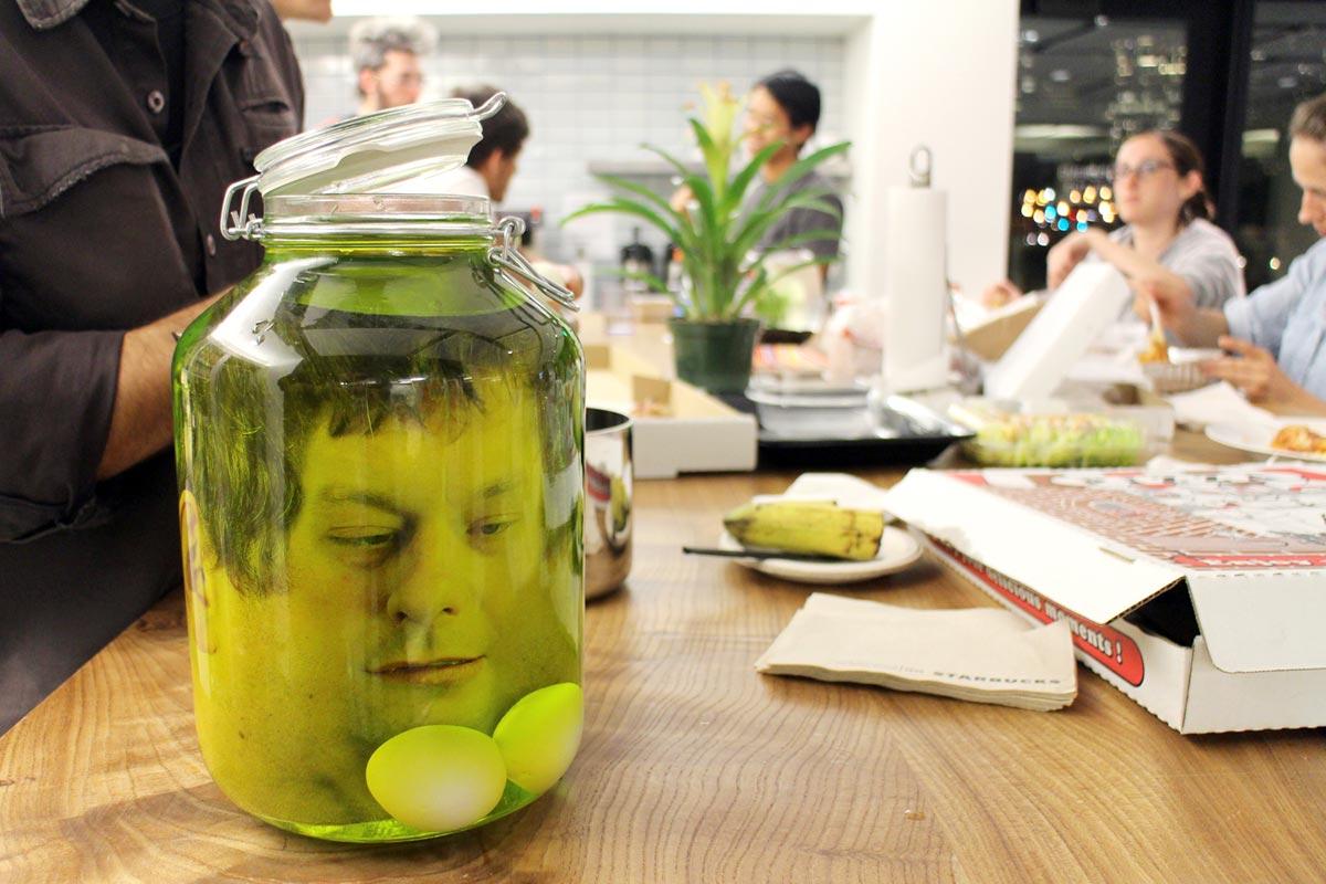 """Розыгрыш """"Голова в банке"""". Фото с сайта www.instructables.com"""